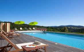 hotel with swimmingpool and spa saint bonnet le fr